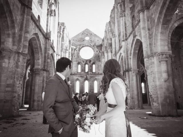 Roofless wedding Tuscany