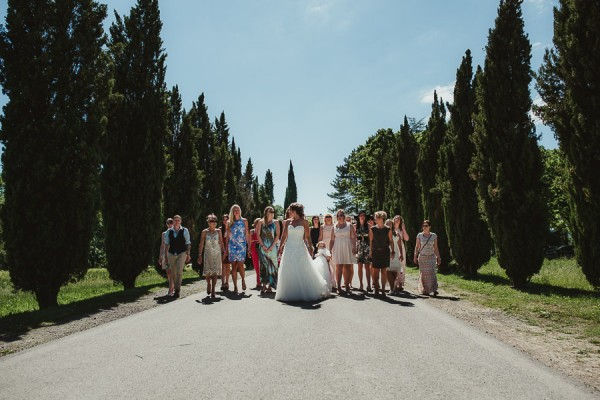tuscan-country-chic-wedding-photography-open-field-ceremony-1034
