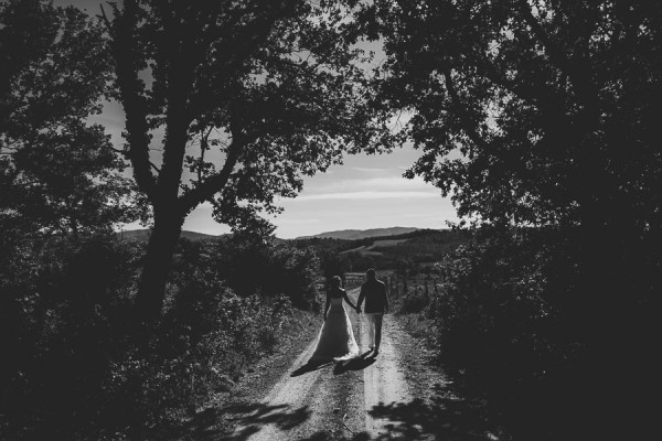 tuscan-country-chic-wedding-photography-open-field-ceremony-1055