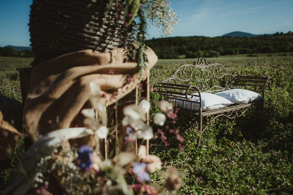 tuscan-country-chic-wedding-photography-open-field-ceremony-1062
