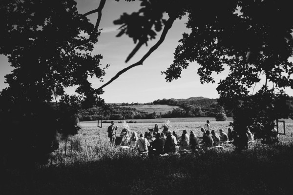 tuscan-country-chic-wedding-photography-open-field-ceremony-1063