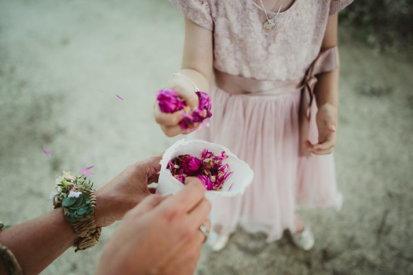 tuscan-country-chic-wedding-photography-open-field-ceremony-1065