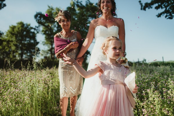 tuscan-country-chic-wedding-photography-open-field-ceremony-1068