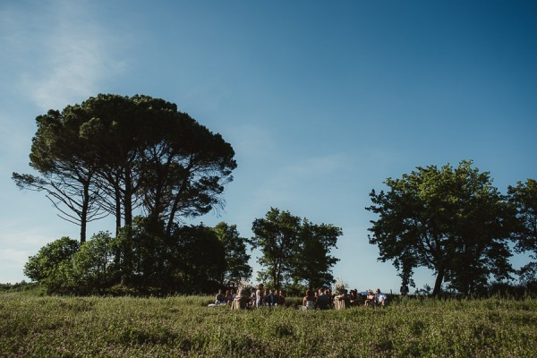 tuscan-country-chic-wedding-photography-open-field-ceremony-1080