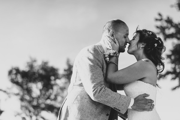 tuscan-country-chic-wedding-photography-open-field-ceremony-1092