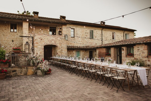 tuscan-country-chic-wedding-photography-open-field-ceremony-1136