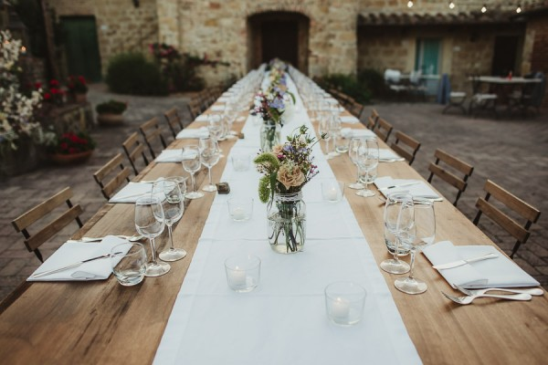 tuscan-country-chic-wedding-photography-open-field-ceremony-1138