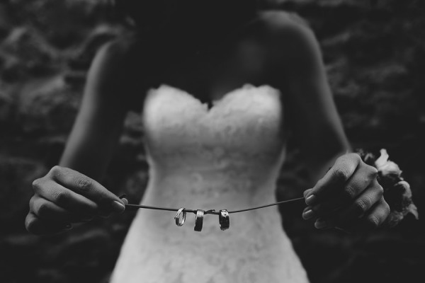tuscan-country-chic-wedding-photography-open-field-ceremony-1171